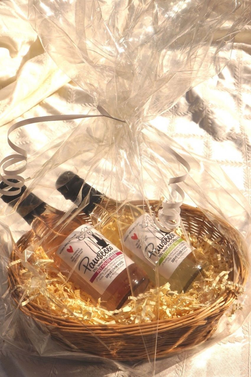 Personalised CAT or DOG Luxury wine hamper with Pawsecco White & Rose & engraved heart tag